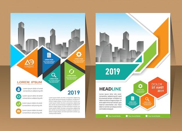 Modelo de relatório anual triângulo geométrico capa de brochura de negócios de design