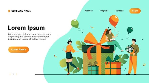 Modelo de site, página de destino com ilustração de amigos dos desenhos animados comemorando aniversário com balões e presentes isolados de ilustração vetorial plana