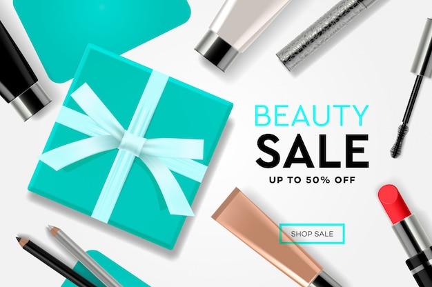 Modelo de venda de beleza com produtos cosméticos, caixas de presente, serpentinas de anúncios. conceito de design moderno para o site e desenvolvimento de site móvel.