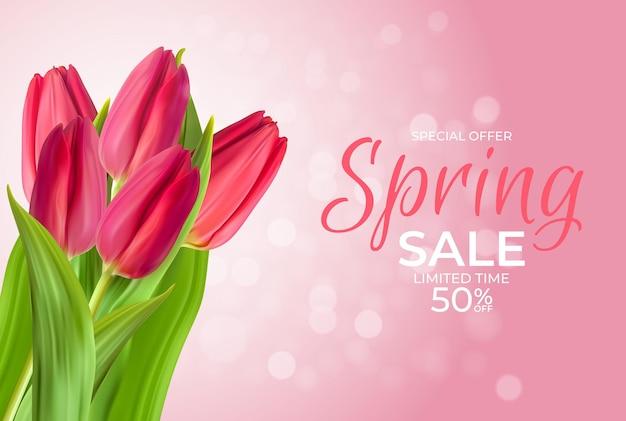 Modelo de venda de primavera com tulipa realista e bokeh.
