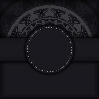 Modelo de vetor de cartão de convite com um lugar para o seu texto e enfeites de luxo. design de cartão postal cores pretas com ornamentos gregos.