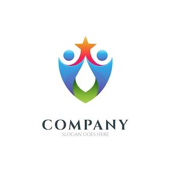 Modelo de vetor de logotipo de combinação de escudo com duas pessoas segurando uma estrela