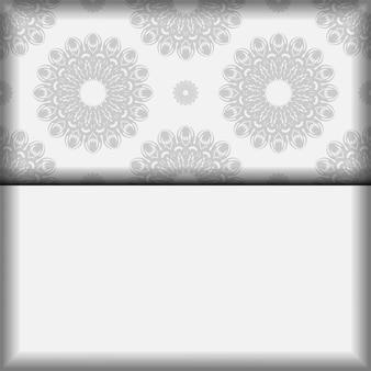 Modelo de vetor para cartões postais de design de impressão cores brancas com mandalas. preparando um convite com um lugar para o seu texto e enfeites pretos.