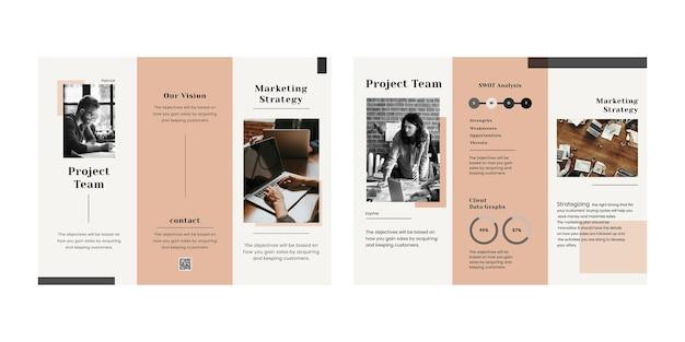 Modelo editável de folheto de marketing com três dobras