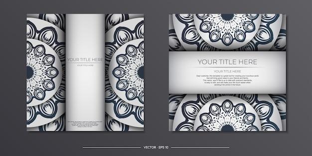 Modelo elegante para cartão postal de design de impressão cor branca com ornamento vintage azul escuro. preparando um cartão de convite com padrões gregos.