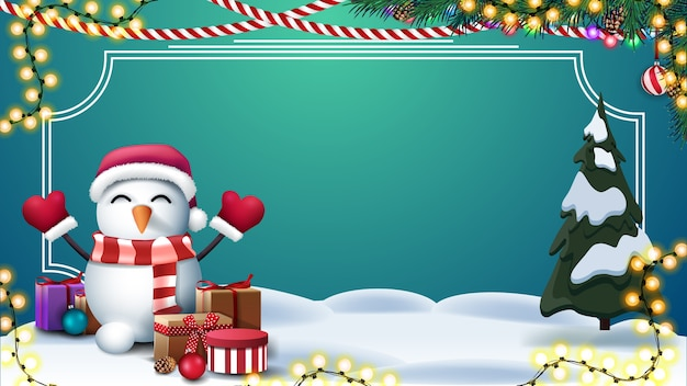 Modelo em branco verde de natal para suas artes com lugar para texto, guirlandas, quadro de linhas, montes de neve, pinheiros e boneco de neve no chapéu de papai noel com presentes