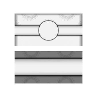 Modelo para cartões postais de design de impressão cores brancas com ornamento de mandala. preparação de vetor de cartão de convite com lugar para o seu texto e padrões vintage.
