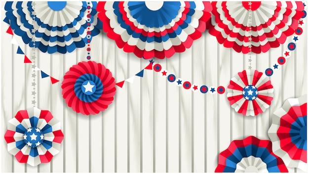 Modelo patriótico com ventiladores de papel pendurado em uma cerca de madeira