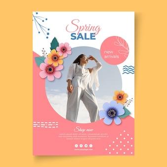 Modelo realista de pôster de venda de primavera