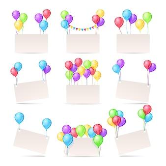 Modelos de cartões com balões coloridos e banners em branco para convite de aniversário.