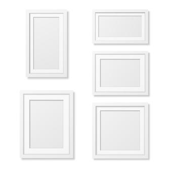 Modelos de moldura de retrato em branco realista em fundo branco.
