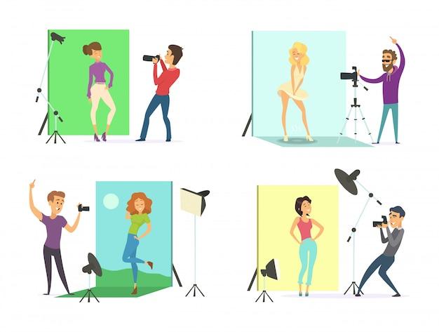 Modelos masculinos e femininos posando para fotos. fotógrafos em obras no estúdio de fotografia