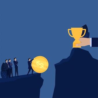 Moeda do impulso do homem de negócios para fazer o trajeto do sucesso da ponte ao troféu.