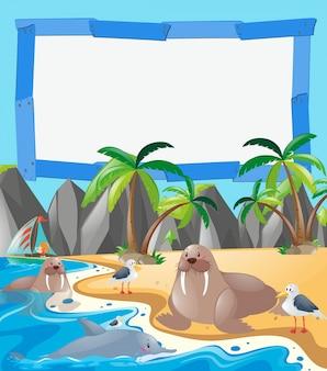 Molde da beira com animais de mar na praia