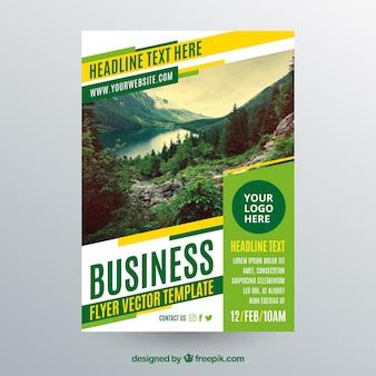 Molde do folheto de negócios com foto da paisagem