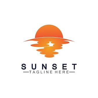 Molde do projeto da ilustração do vetor do símbolo do logotipo da praia do sol.