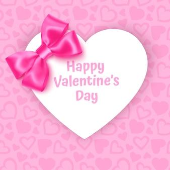 Moldura com forma de coração em padrão de fundo rosa festivo com corações em fundo rosa pastel