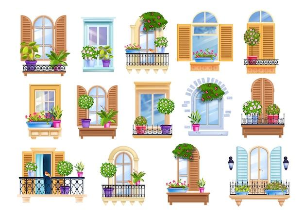 Moldura da janela da cidade velha, varanda europeia vintage com plantas, venezianas de madeira, grades, vidro