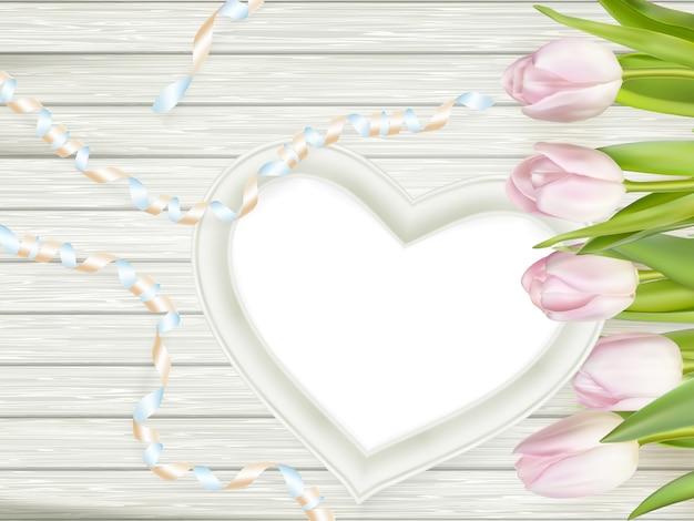 Moldura de forma de coração de madeira.