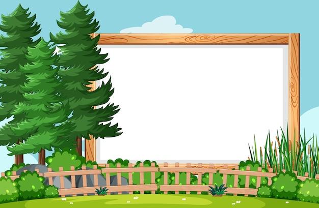 Moldura de madeira em branco na cena do parque natural