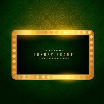 Moldura dourada de luxo no fundo verde