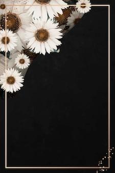 Moldura dourada em fundo preto estampado de flor branca