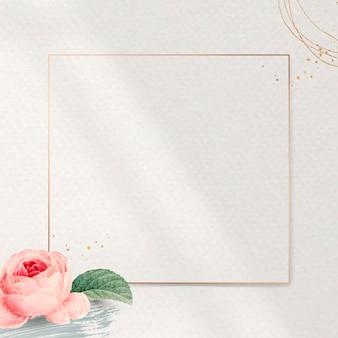 Moldura dourada quadrada floral Vetor grátis