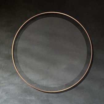 Moldura dourada redonda em fundo escuro de cimento