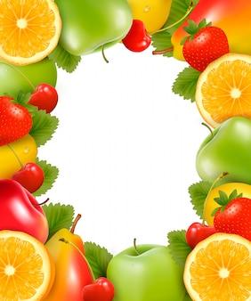 Moldura feita de frutas frescas e suculentas. .