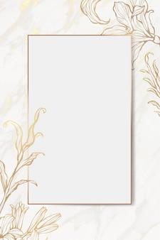 Moldura floral dourada sobre fundo de mármore