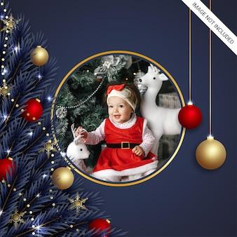 Moldura para fotos realista de natal com enfeites clássicos redondos freme dourados flocos de neve bolas de luzes de natal