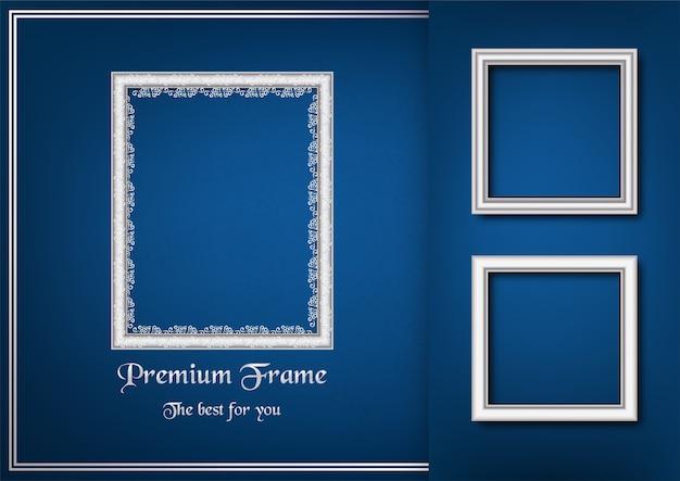 Moldura para retrato branca no fundo azul do inclinação.