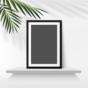 Moldura preta com folhas de palmeira em fundo branco. vetor