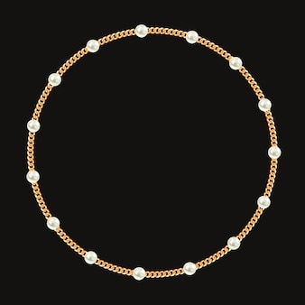 Moldura redonda feita com corrente de ouro e pérolas brancas.