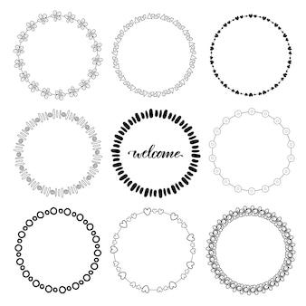Molduras desenhadas mão do doodle. elementos decorativos do vetor