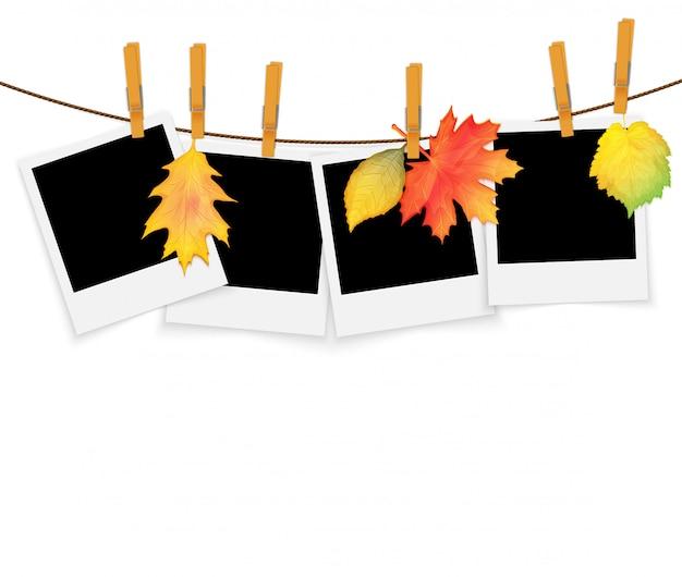 Molduras na corda com prendedores de roupa e folhas de outono