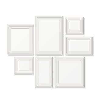 Molduras para retrato brancas vazias, beiras da foto 3d isoladas na parede branca. conjunto de molduras para foto