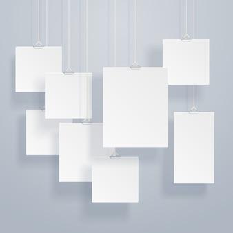 Molduras penduradas em branco ou modelos de cartaz