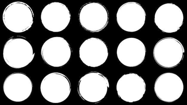 Molduras sujas para design em estilo grunge. traçados de pincel de tinta. conjunto de texturas de angústia de formas redondas e orgânicas. planos de fundo isolados para design de molduras de texto, cartazes, banners. preto branco. vetor