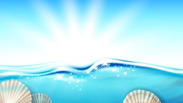 Molusco de vieira na água do oceano copy space vector