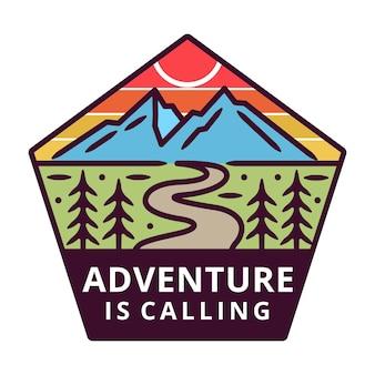 Montanha com sun monoline, etiqueta de aventura, design de crachá.