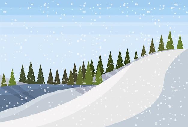 Montanha de neve com árvores