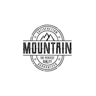 Montanha, natureza e aventuras ao ar livre rótulo designs de logotipo de carimbo, estilo vintage