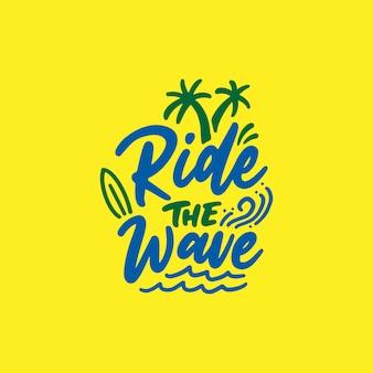 Monte a onda. letras de mão desenhada para as férias de verão.
