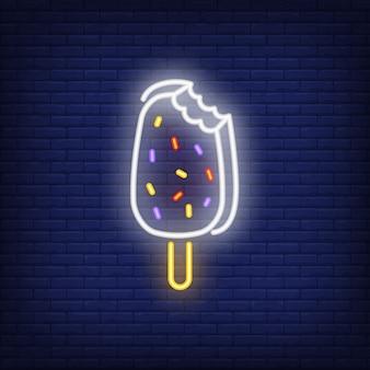 Mordido sinal de néon de barra de sorvete