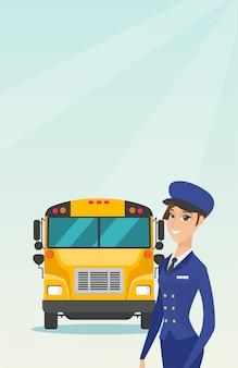 Motorista de ônibus escolar fêmea caucasiano novo.