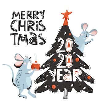 Mouses bonitos decoram a árvore de natal.
