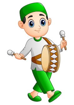 Muçulmano garoto jogando mini tambor no mês do ramadã