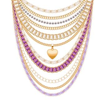 Muitas correntes metálicas douradas e colar de pérolas. fitas embrulhadas. pingente de coração dourado. acessório de moda pessoal.