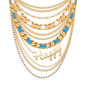 Muitas correntes metálicas douradas e colar de pérolas. fitas embrulhadas. pingente de palavra feliz. acessório de moda pessoal.